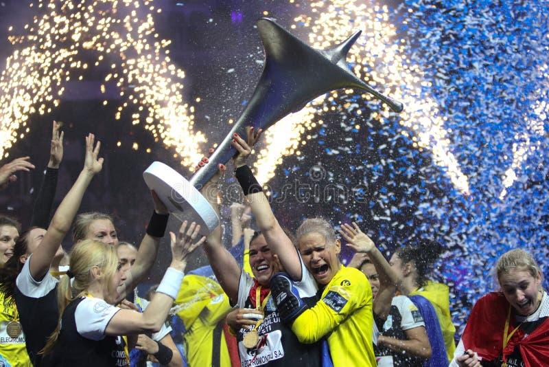 Les FEMMES EHF de HANDBALL SOUTIENT l'†FINAL «GYORI AUDI ETO kc de LIGUE contre CSM BUCURESTI photographie stock