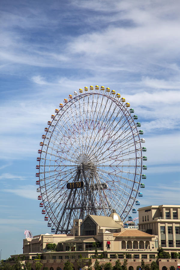 Les ferris de l'horloge 21 de Cosmo roulent dedans Yokohama, Japon images libres de droits