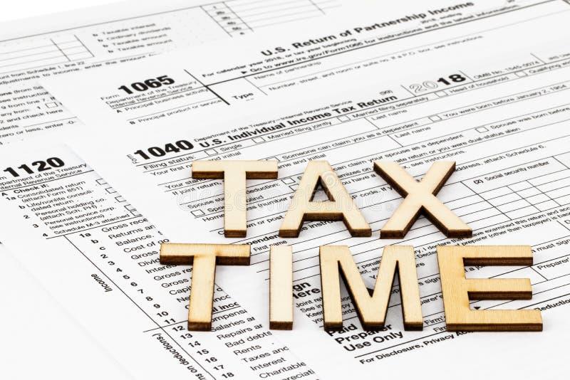 Les feuilles d'impôt 1040,1120,1065 Concept de jour d'impôts photos libres de droits