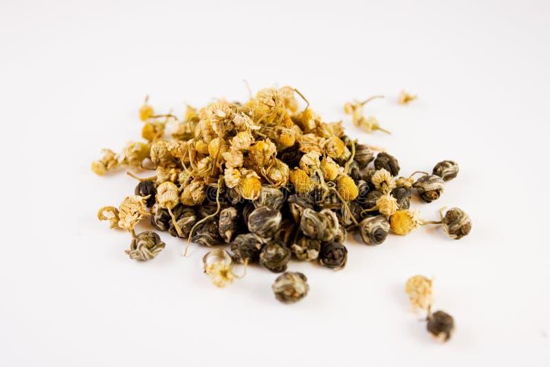 Les feuilles de thé exotiques desserrent image stock