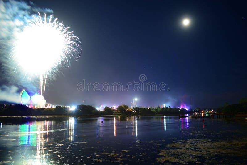 Les feux d'artifice de la nuit dernière à l'île du festival 2018 de Wight images stock