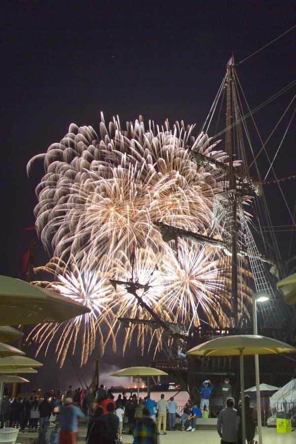 Les feux d'artifice montrent le jour de Canada à Toronto, DESSUS, Canada images stock