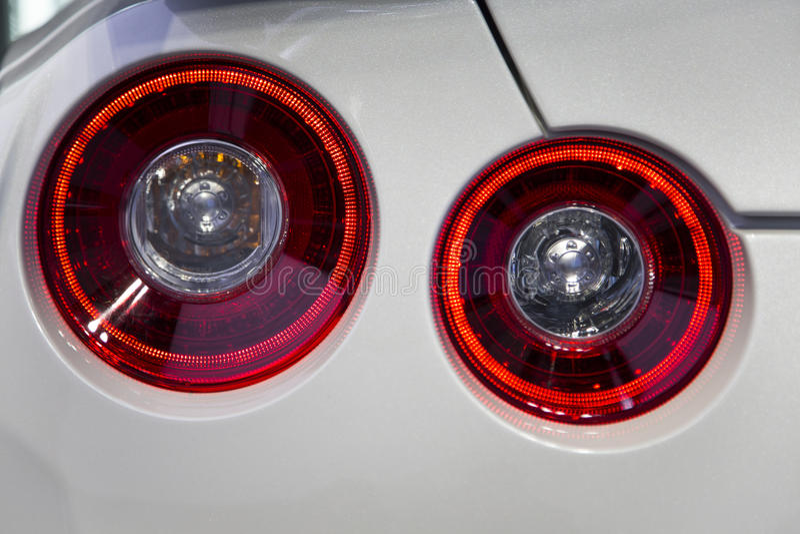 Les feux de freinage arrière sur la voiture photographie stock libre de droits