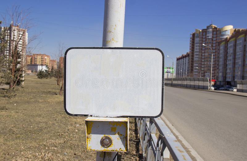 Les feux de signalisation de bouton de puissance au passage pi?ton avec un signe vide image libre de droits