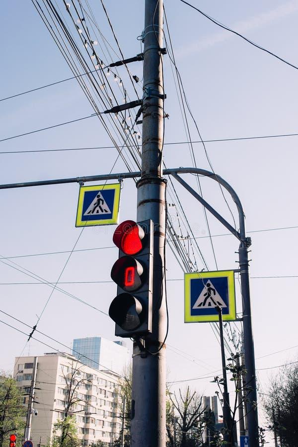 Les feux et les plaques de rue de signalisation images stock