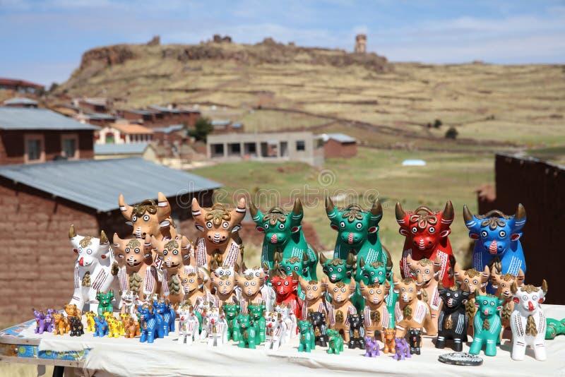 Les figurines de Taureau ont appelé Torito de Pucara au Pérou photographie stock