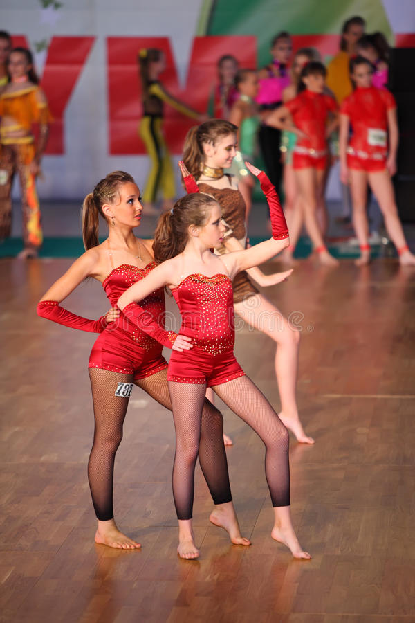 Les filles aux pieds nus dansent IX à l'olympiade de danse du monde photographie stock libre de droits