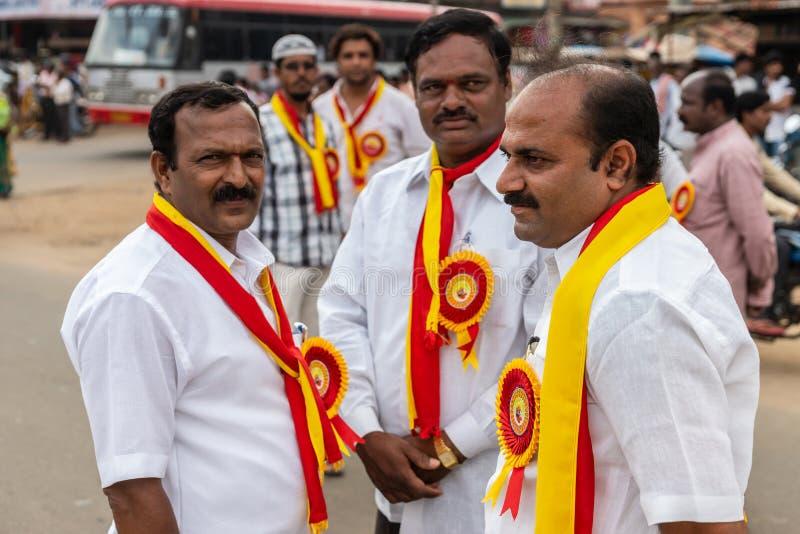 Les fonctionnaires politiques chez Karnataka Rajyotsava défilent, Mellahalli I images stock