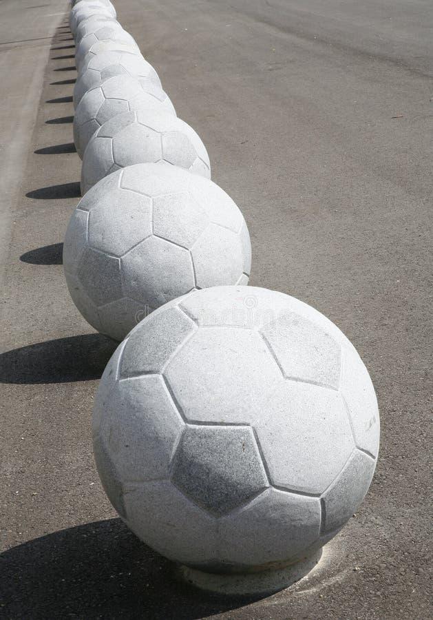 Les football en pierre images stock