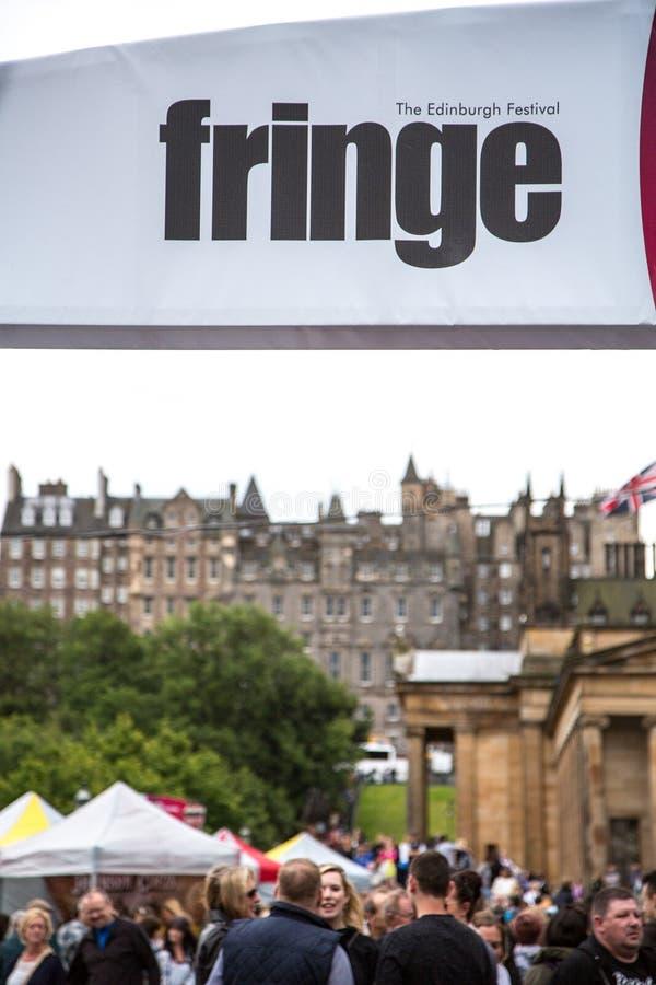 Les foules apprécient le festival annuel de frange d'Edimbourg images stock