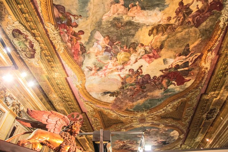 Les fresques sur les murs du temple à Venise Art de mur photo stock