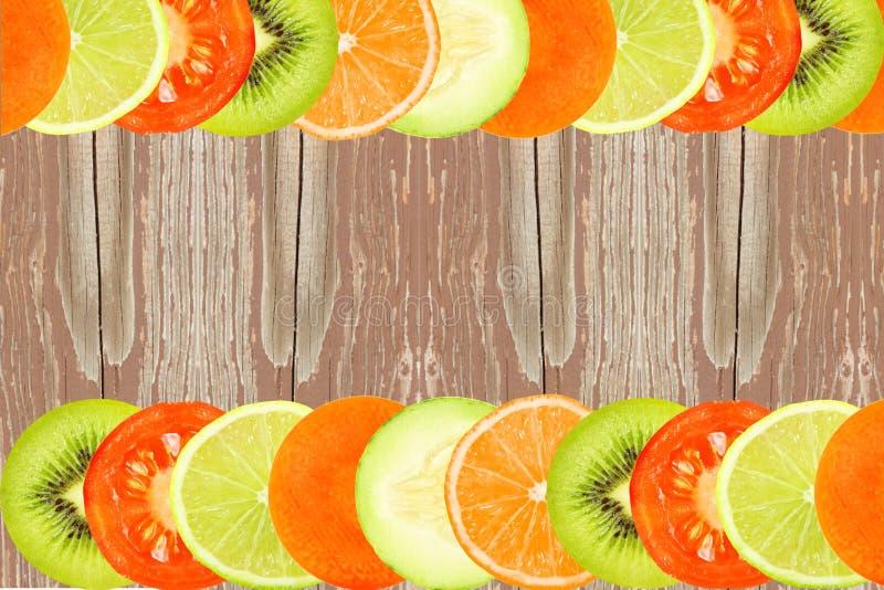 Les fruits mélangés découpent le concept en tranches naturel sain frais de nourriture de fond image libre de droits