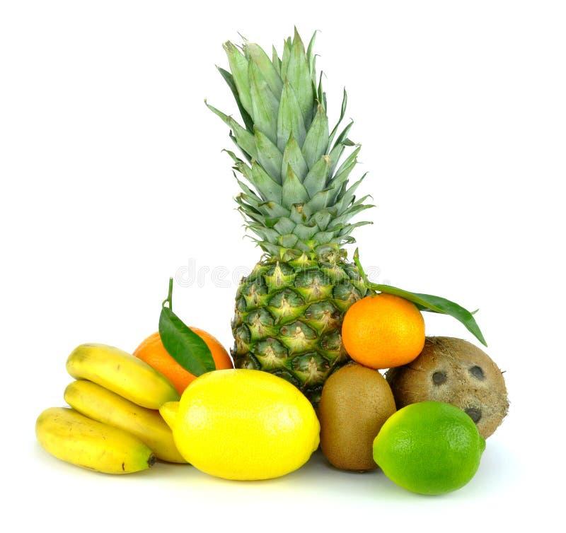 Les fruits tropicaux se mélangent d'isolement sur le fond blanc images libres de droits