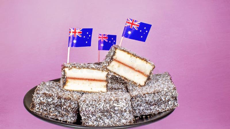 Les gâteaux préférés de l'Australie avec des drapeaux image libre de droits