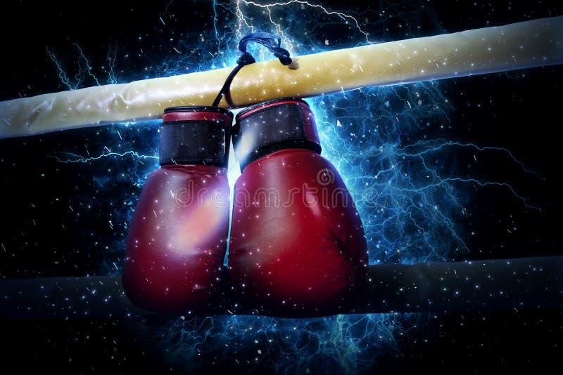 Les gants de boxe accroche sur le fond de lumière de l'électricité photographie stock
