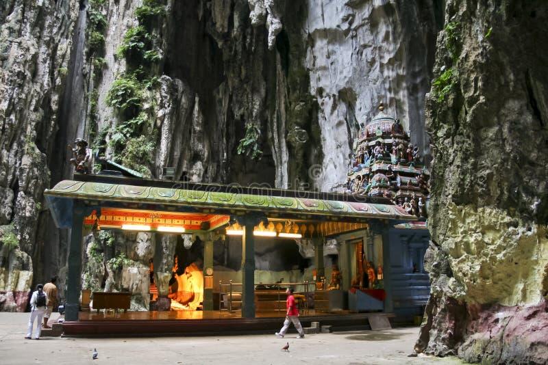 Les gens à l'intérieur du batu de temple foudroient Kuala Lumpur photo libre de droits
