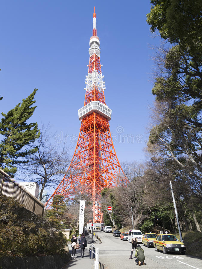Les gens à la tour de télévision à Tokyo photo stock