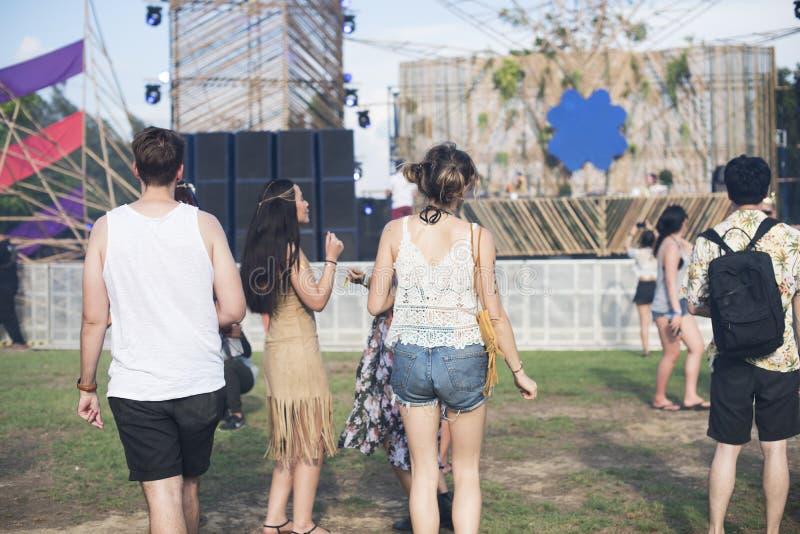 Les gens appréciant Live Music Concert Festival photographie stock