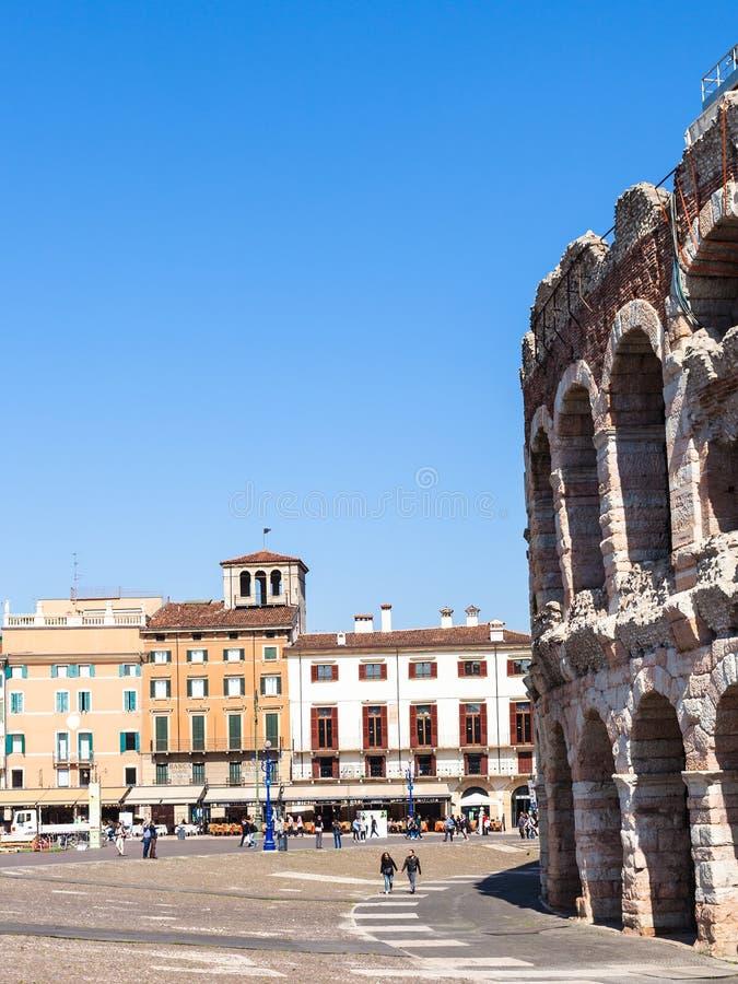Les gens, arène romaine sur le soutien-gorge de Piazza à Vérone photos stock