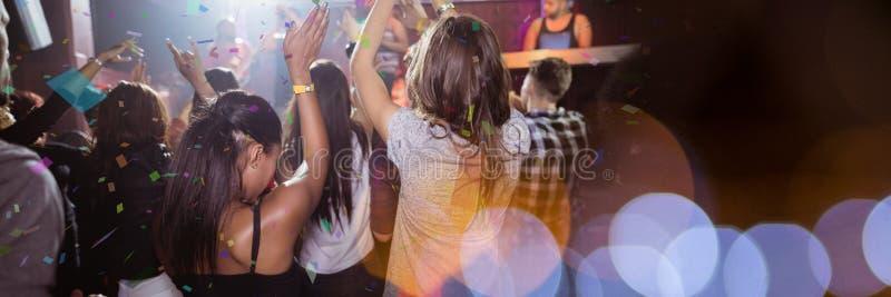 les gens au concert avec la transition photographie stock libre de droits