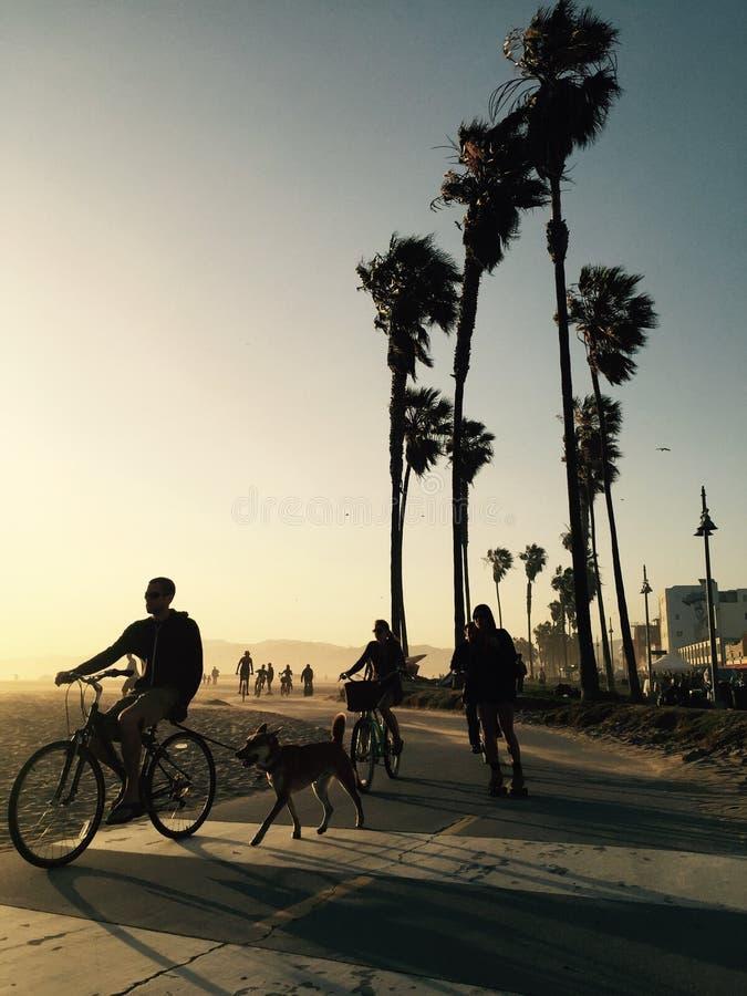 Les gens au coucher du soleil en Californie du sud images libres de droits