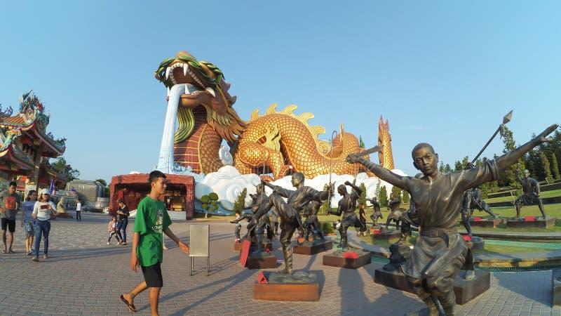 Les gens célèbrent au musée de descendants de dragon images libres de droits