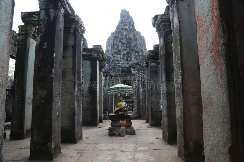 Les gens chez Bayon - complexe de temple de Khmer à Angkor Thom, Siem Reap, Cambodge photos libres de droits