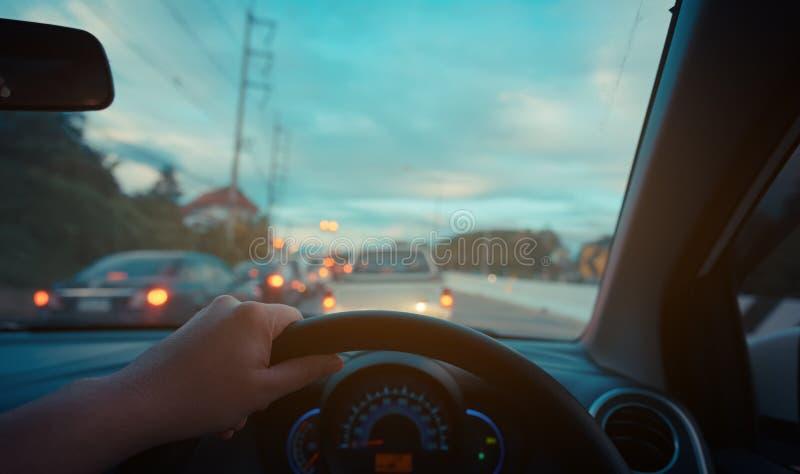 les gens conduisant la voiture le temps de jour image libre de droits