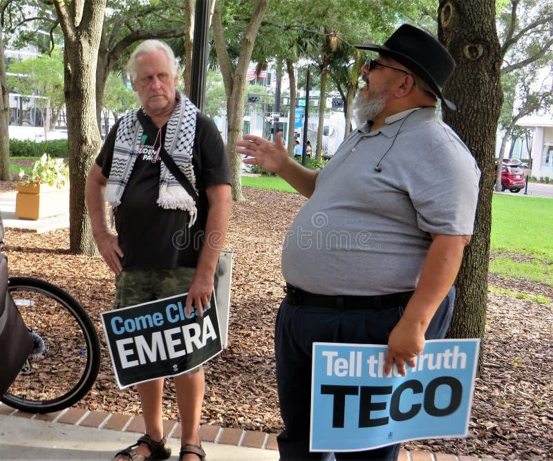 Les gens contre la protestation de TECO, Tampa, la Floride photographie stock