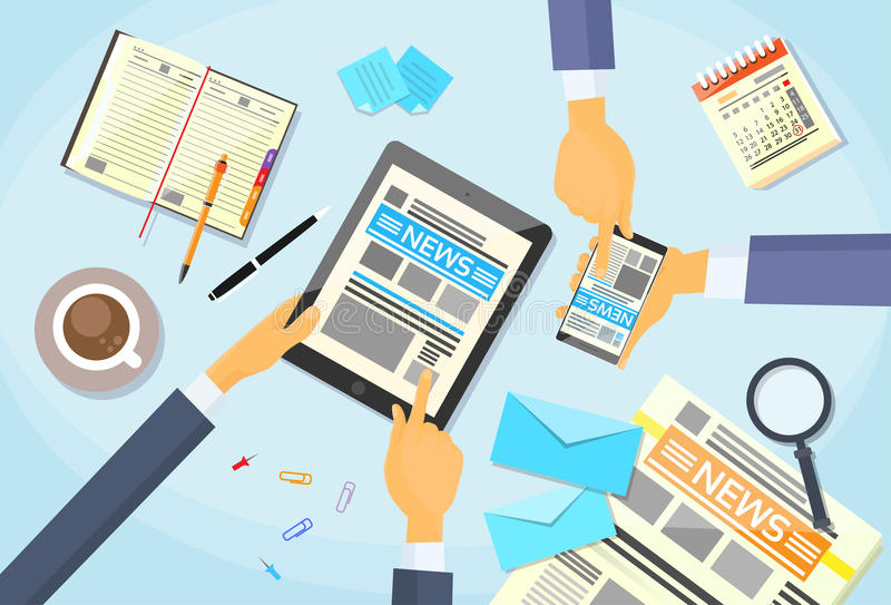 Les gens d'affaires ont lu le journal, Tablette Smart de mains illustration libre de droits