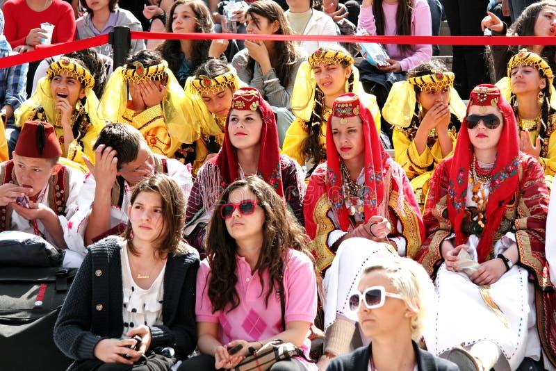 Les gens dans des costumes traditionnels photo libre de droits