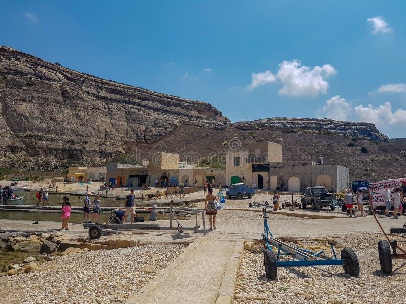 Les gens dans Gozo dans un jour d'été photographie stock libre de droits