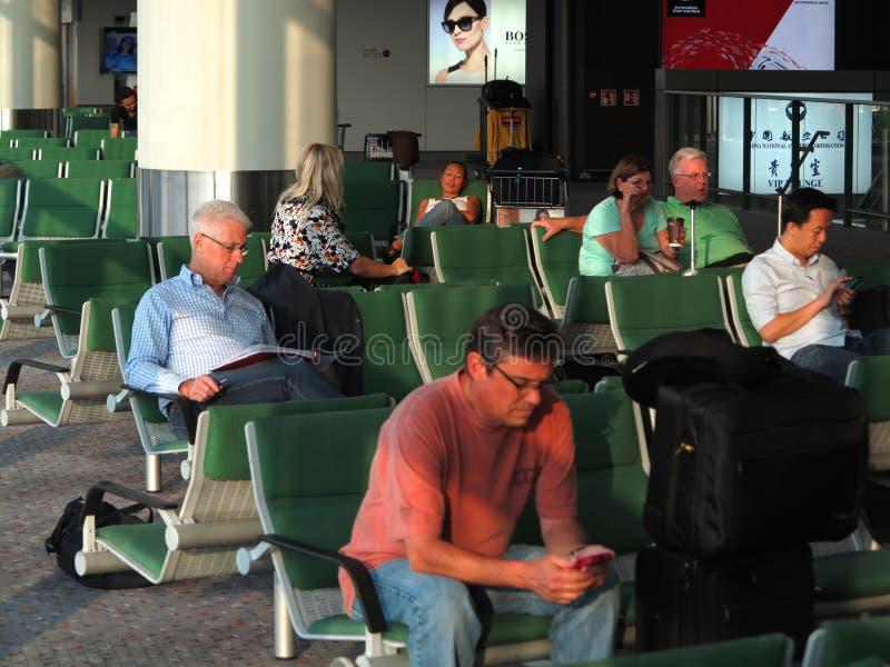 Download Les gens dans l'aéroport image stock éditorial. Image du d0 - 45363904