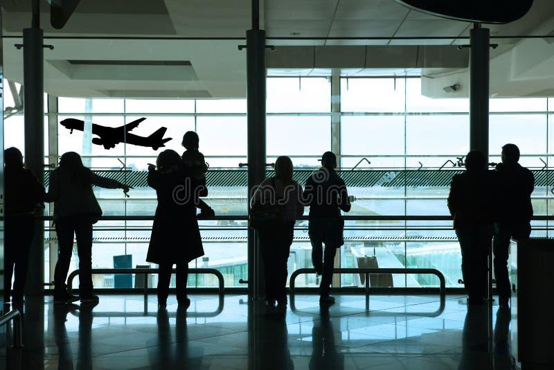 Les gens dans l'aéroport photographie stock libre de droits