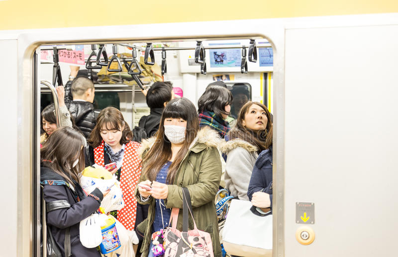 Les gens dans le souterrain de Tokyo photographie stock