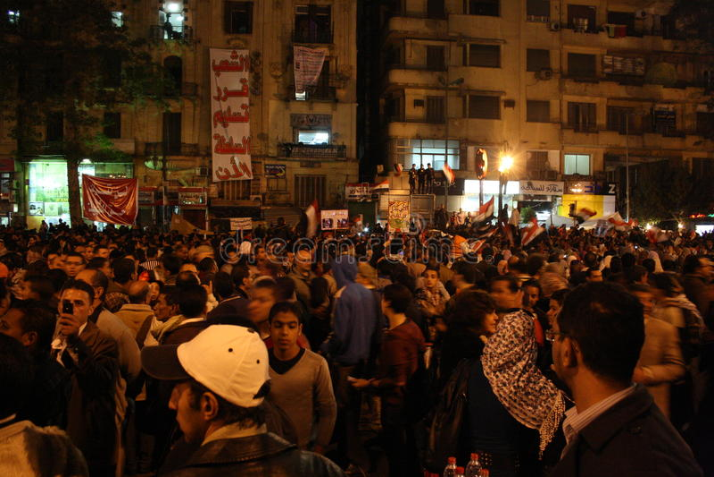 Les gens dans le tahrir pendant la révolution égyptienne image stock