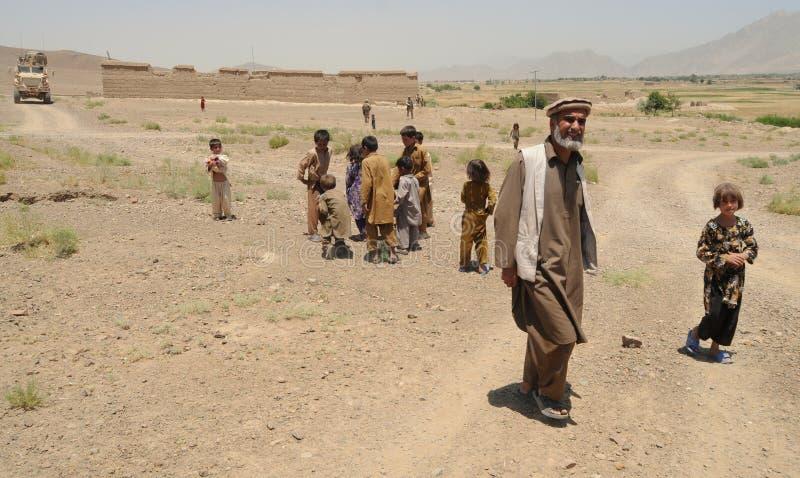 Les gens dans le village afghan images libres de droits