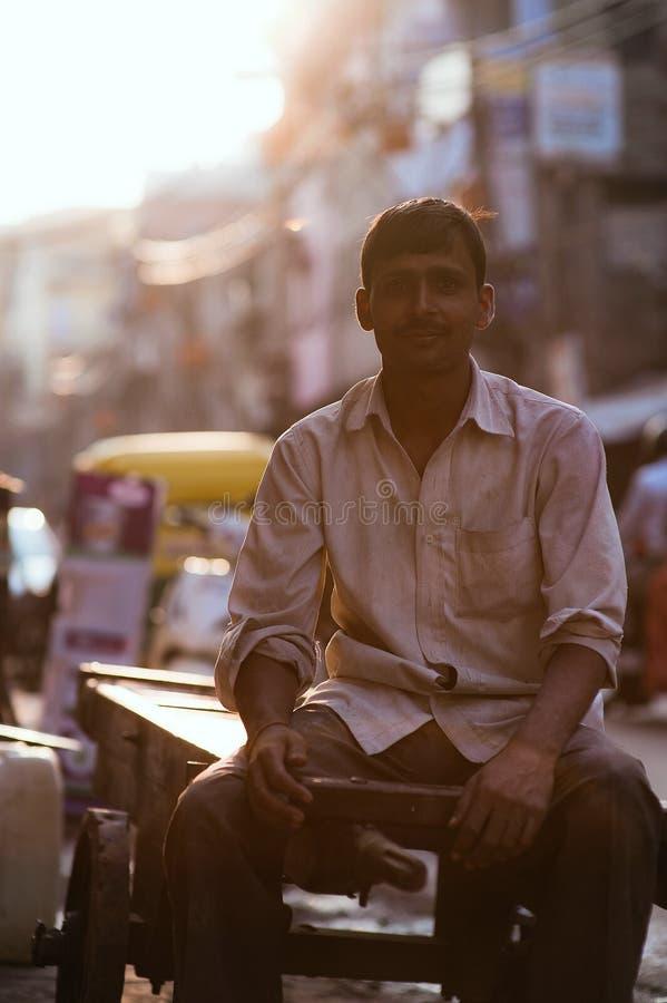 Les gens dans les rues de l'Inde images libres de droits