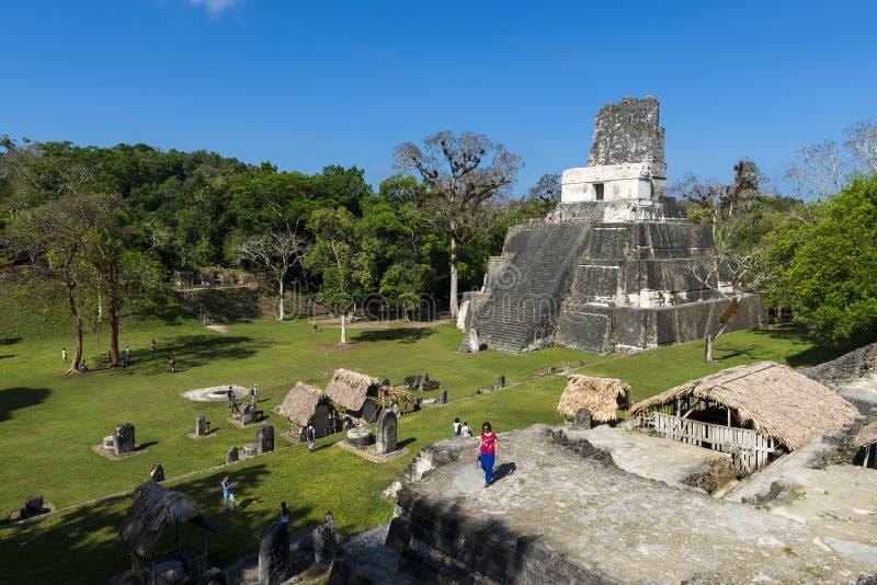 Les gens dans Maya City antique de Tikal au Guatemala, Amérique Centrale photographie stock
