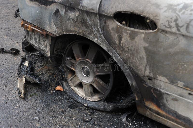 Les gens de corps de sapeurs-pompiers ont combattu l'incendie photo libre de droits