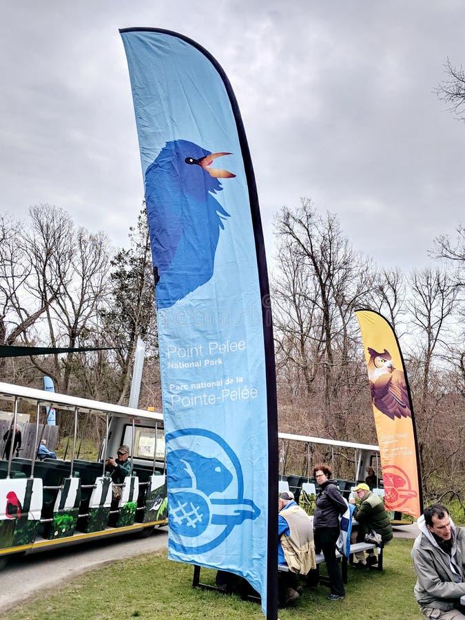 Les gens embarquent la navette gratuite à l'astuce au parc national de Pelee de point photographie stock libre de droits