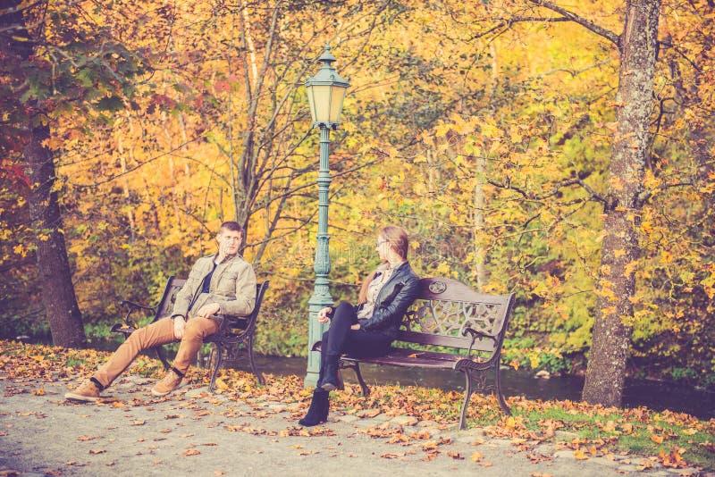 Download Les gens en parc de chute photo stock. Image du roman - 45352586