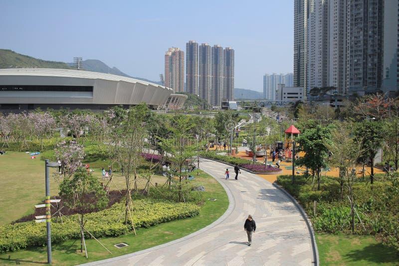 Les gens en parc de ville de Tseung Kwan O image stock