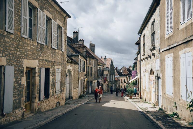 Les gens et le Vezelay photos stock