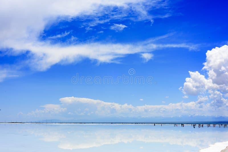 Les gens iront à 55 endroits dans leur lac de sel de chaka de šQinghai de ¼ de lifeï photo stock