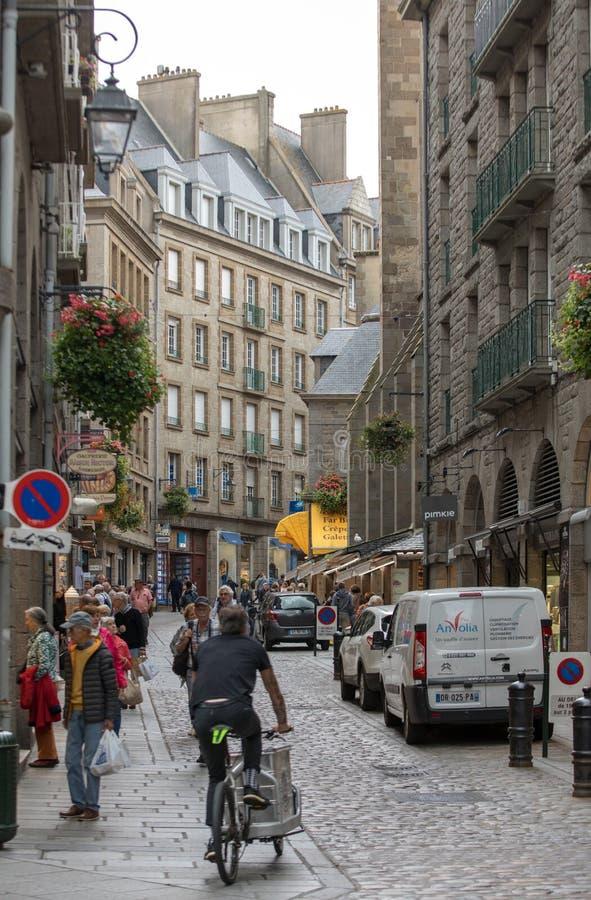 Les gens ? la vieille ville de Saint Malo Brittany, France image libre de droits