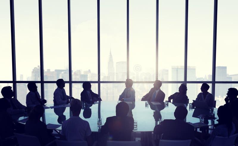 Les gens lors de la réunion d'affaires à New York City photographie stock libre de droits