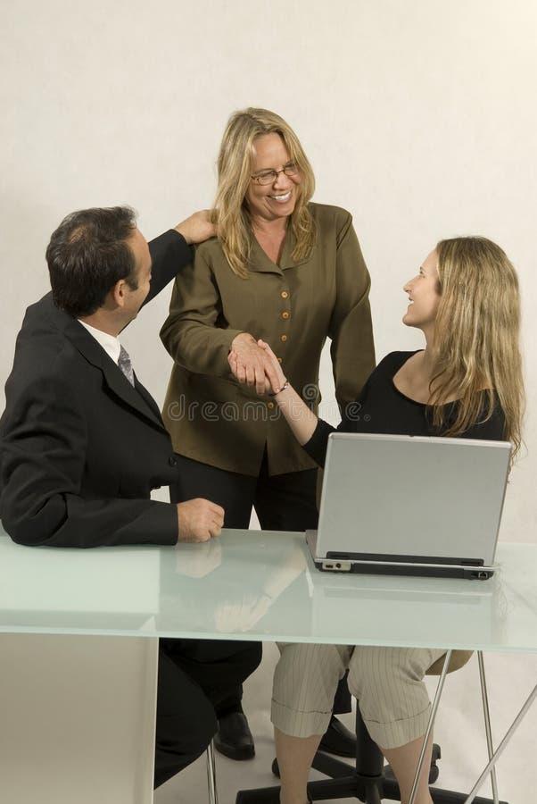 Les gens lors de la réunion d'affaires image stock