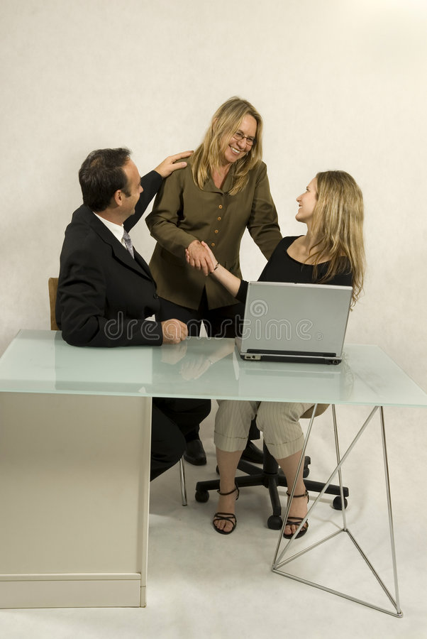 Les gens lors de la réunion d'affaires photos libres de droits