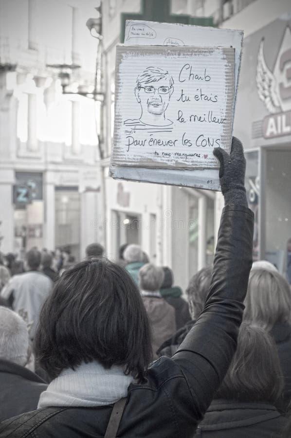 Les gens marchent dans une marche de citoyen à Angoulême, France sur la 11ème de janvier 2015 après le massacre chez Charlie Hebd photo libre de droits